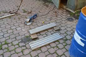 tagliare un tubo in ferro con il flessibile