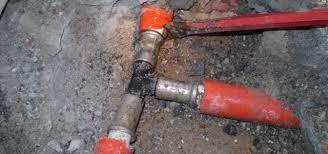 riparare tubo che perde acqua